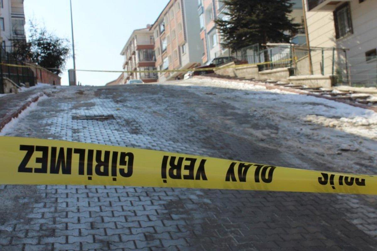 Ankara da bir kadın sokak ortasında vurularak öldürüldü #1