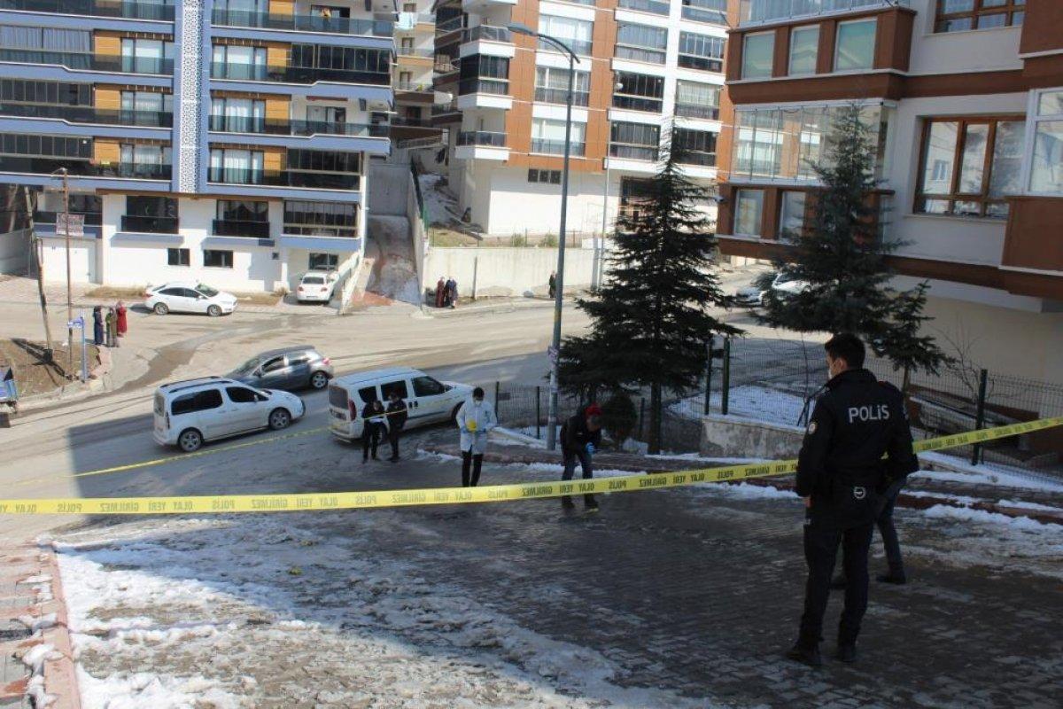 Ankara da bir kadın sokak ortasında vurularak öldürüldü #2