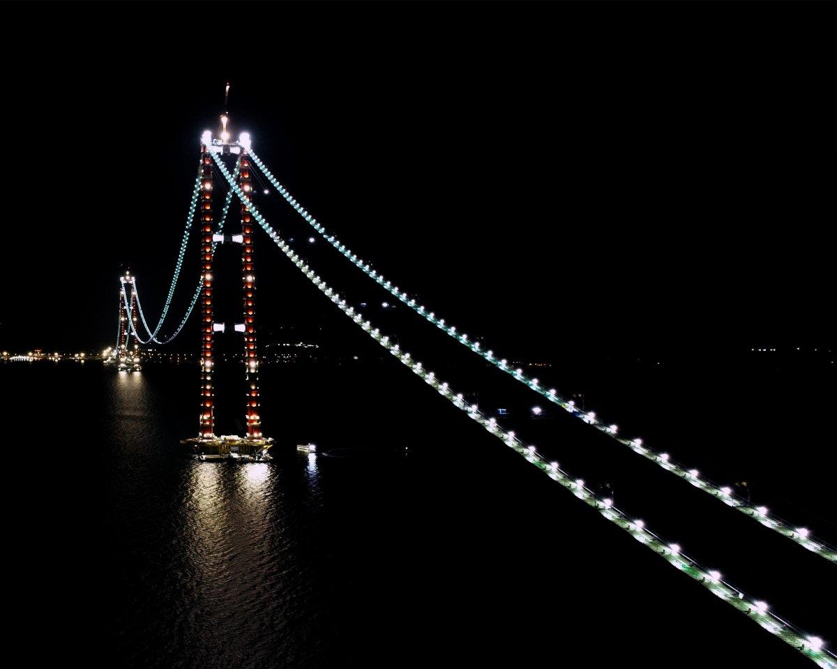 1915 Çanakkale Köprüsü nün kedi yolu, Boğaz ı aydınlattı #1