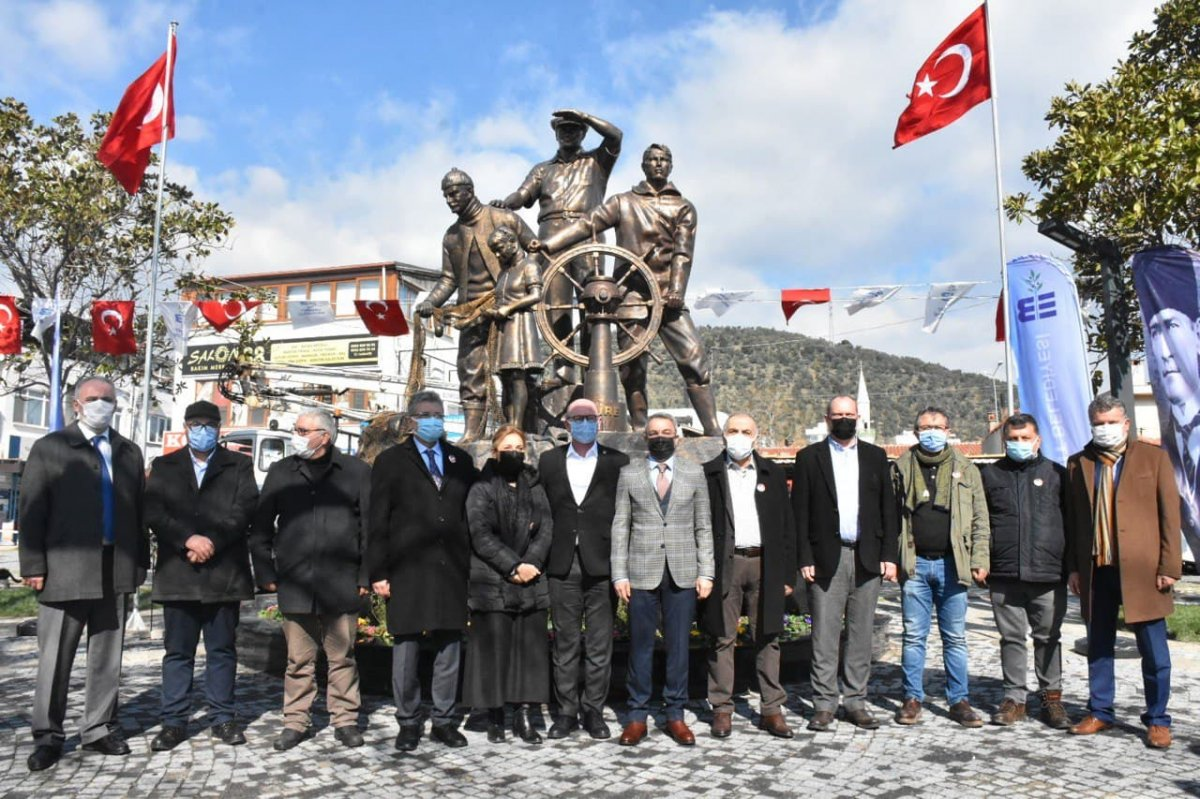 Edremit Belediyesi nin yaptırdığı heykel açıldı #3