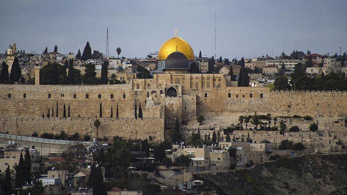 İsrail de fanatik Yahudiler, Mescid-i Aksa nın avlusunu bastı #2