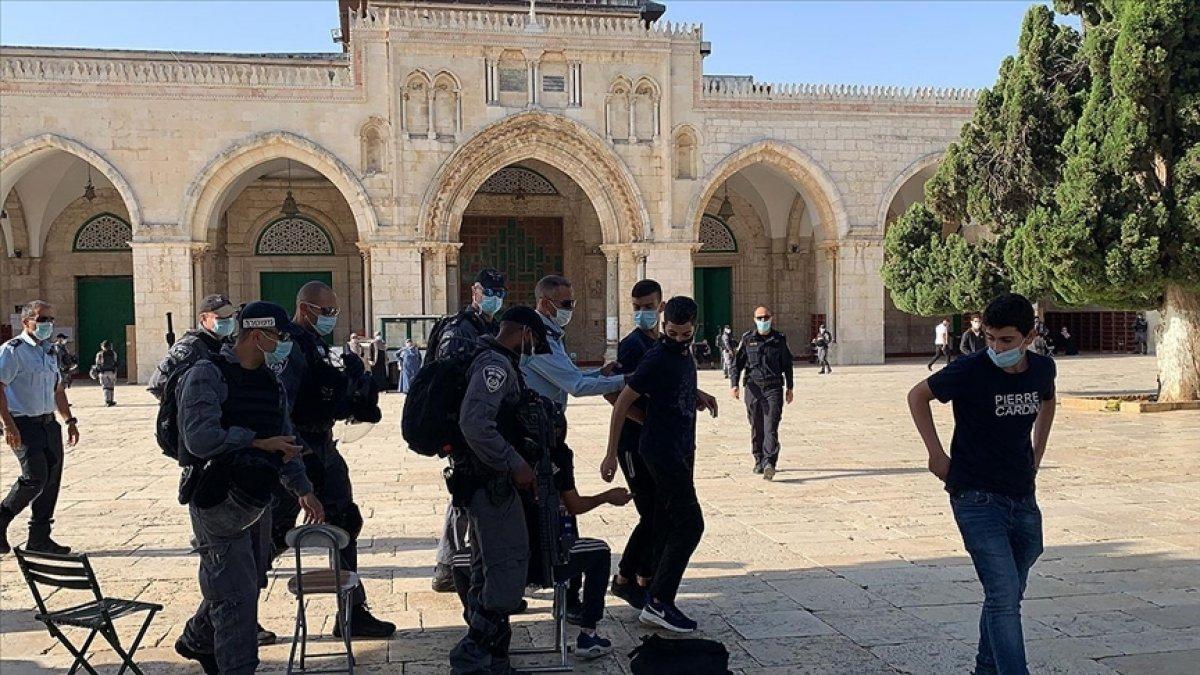 İsrail de fanatik Yahudiler, Mescid-i Aksa nın avlusunu bastı #1