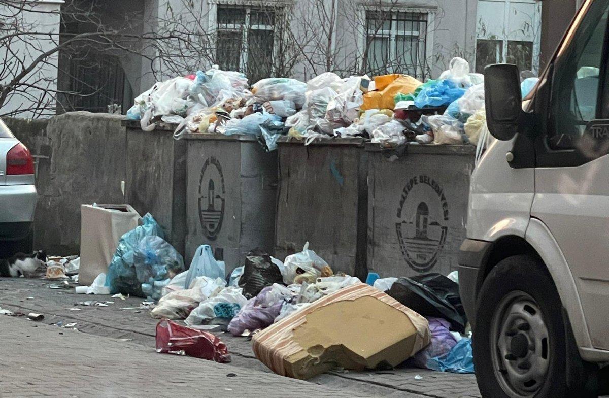 Maltepe deki çöp konteynerleri etrafa taştı #1
