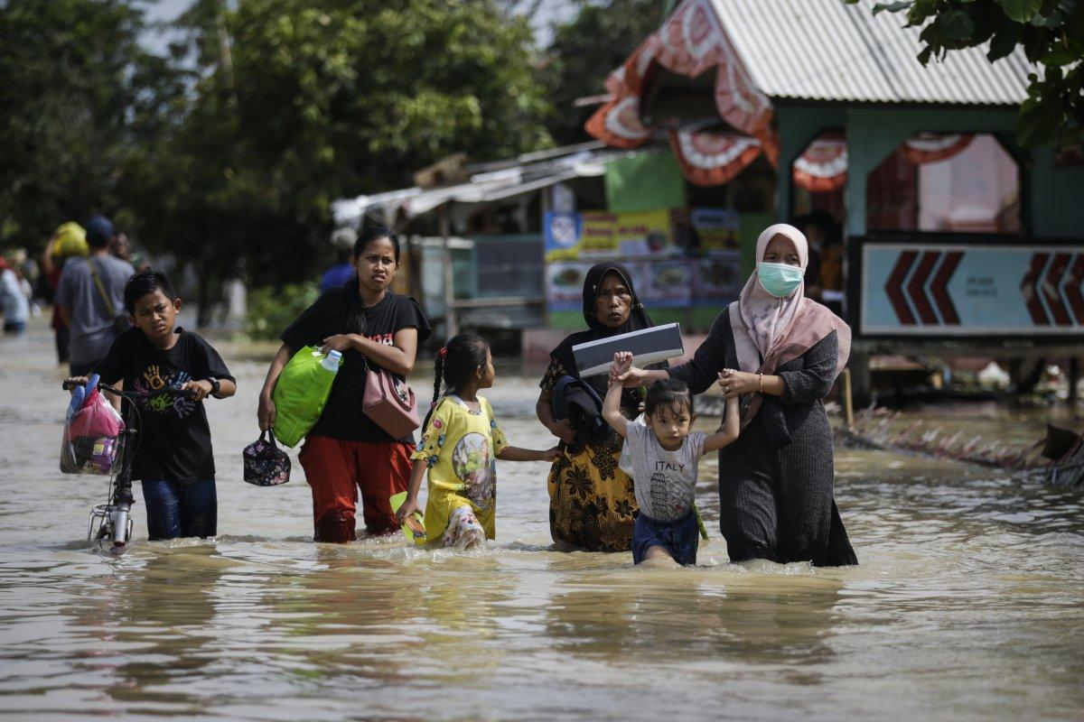 Endonezya da sel felaketi: 4'ü çocuk 5 kişi öldü #5