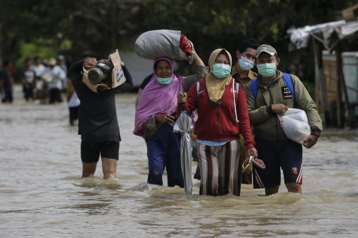 Endonezya da sel felaketi: 4'ü çocuk 5 kişi öldü #3