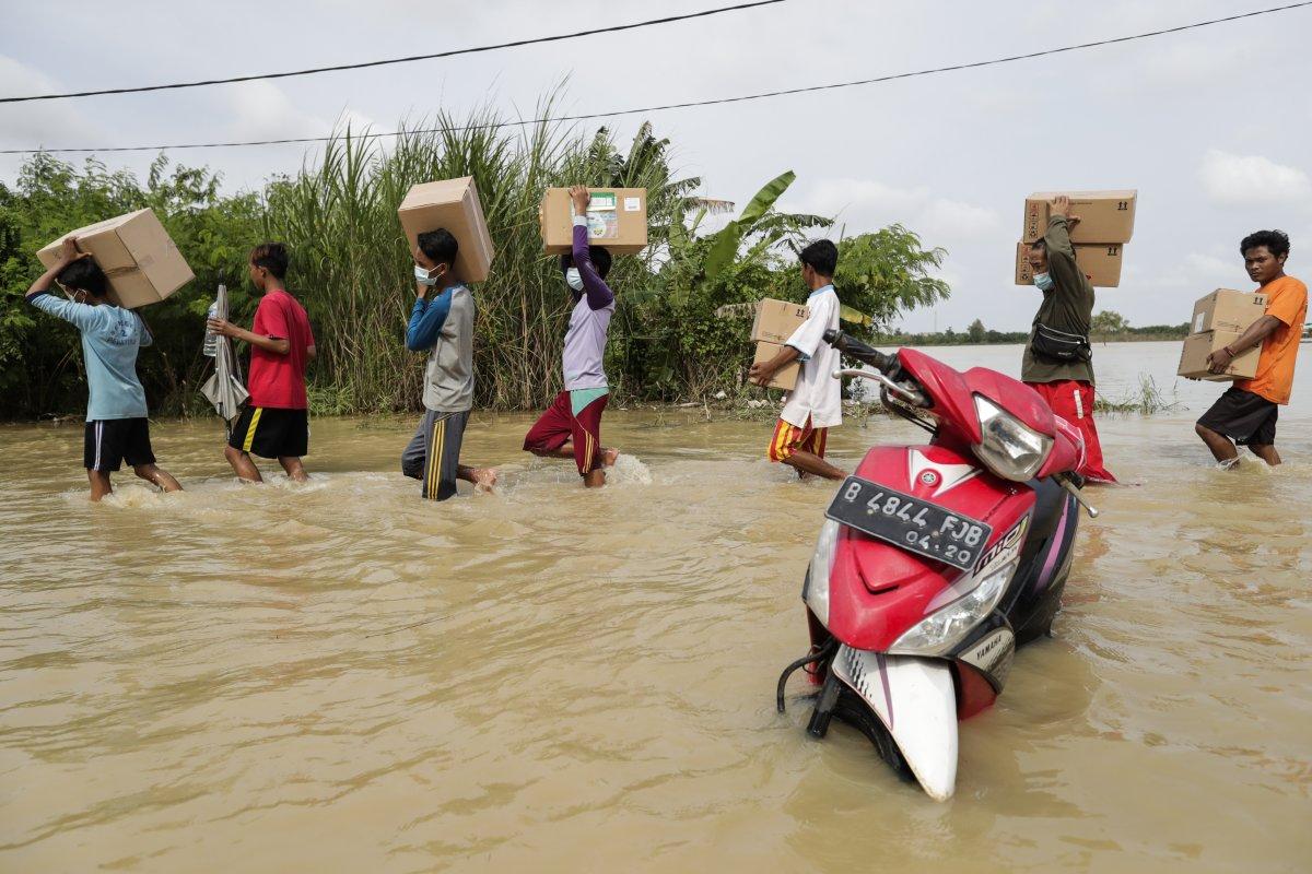 Endonezya da sel felaketi: 4'ü çocuk 5 kişi öldü #6