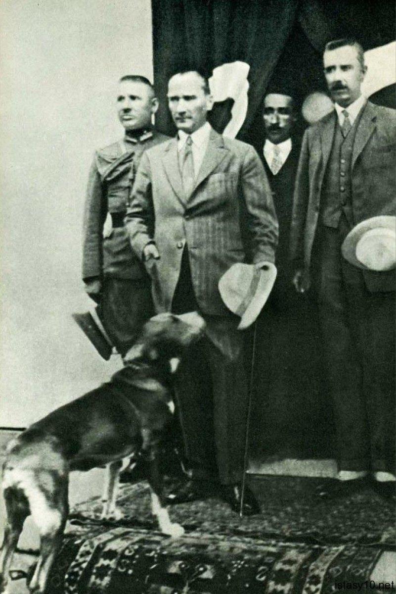 CHP li Bilecik Belediyesi nden Atatürk ve köpeği Foks un heykeli #4