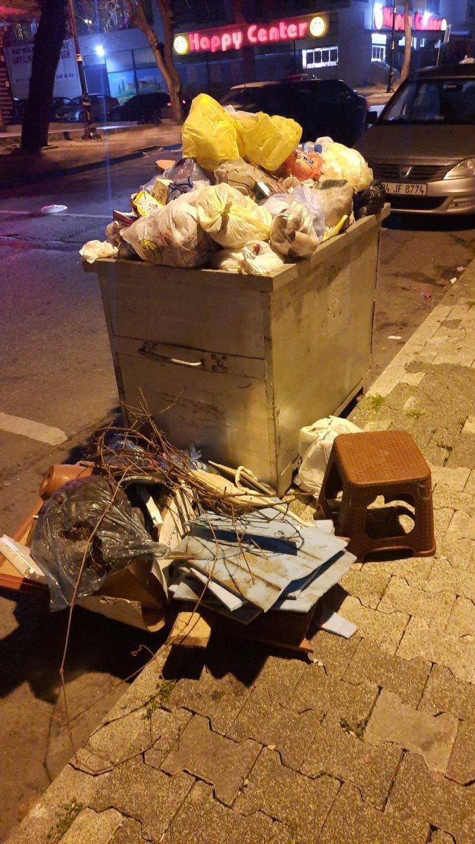 Maltepe deki çöp konteynerleri etrafa taştı #3