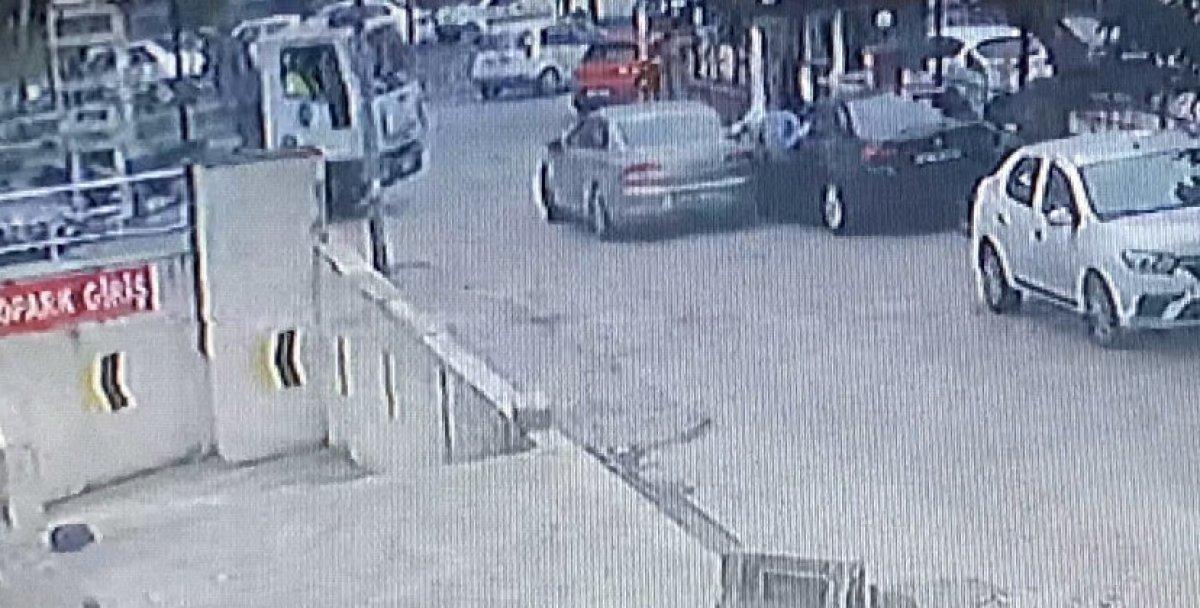 Esenyurt ta oto hırsızları, suçüstü yakalandı #1