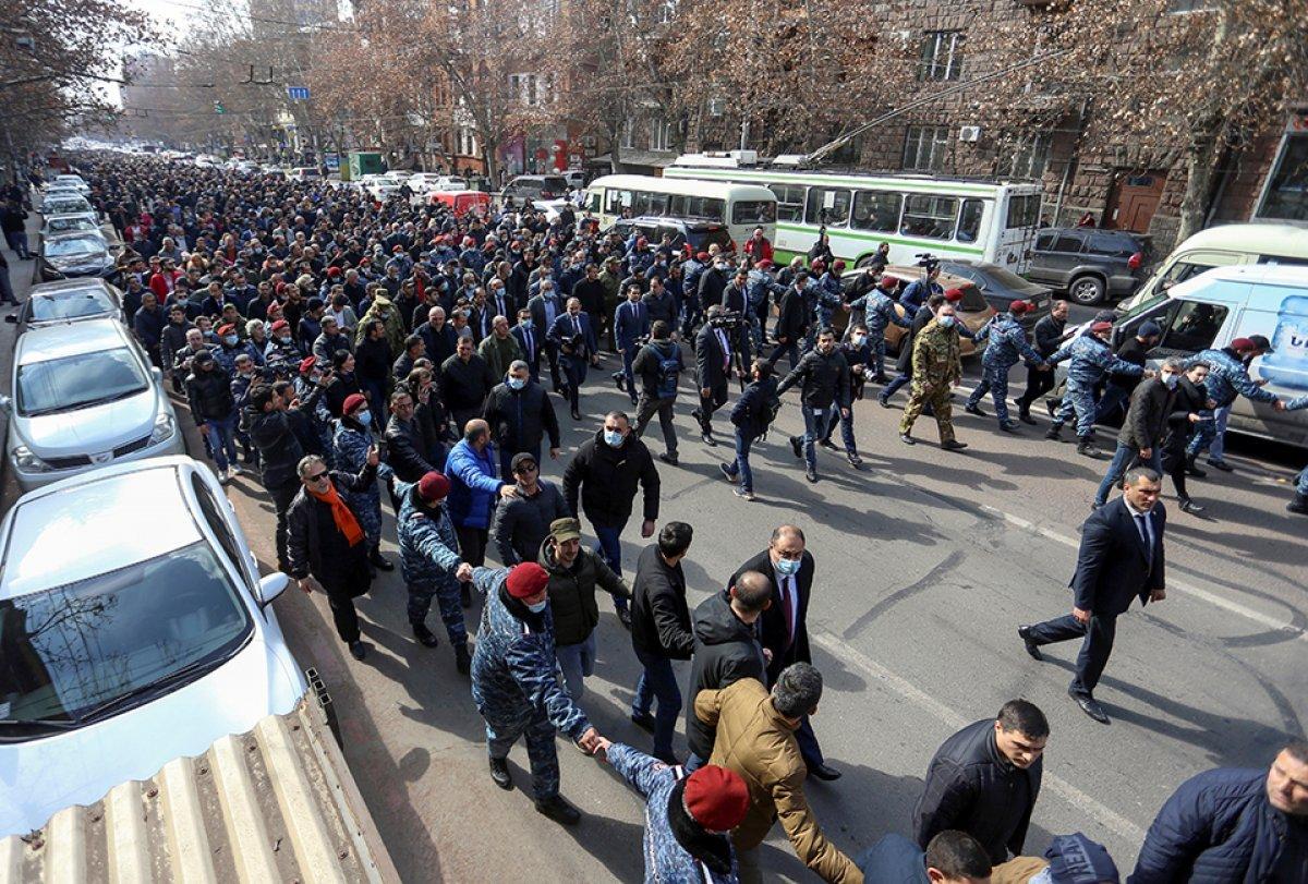 Ermenistan Cumhurbaşkanı, genelkurmayın görevden alınmasını onaylamadı #2