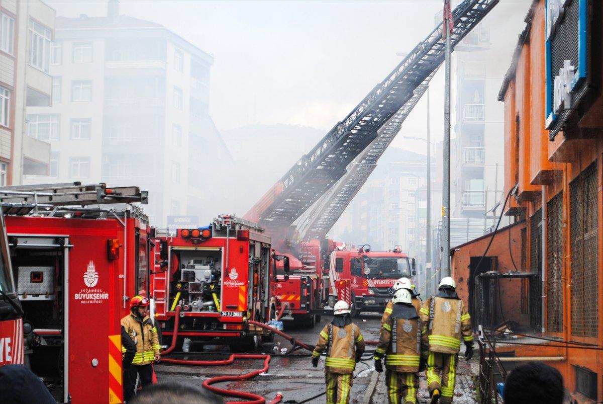 Ataşehir de iki işçi yangından böyle kurtuldu #4