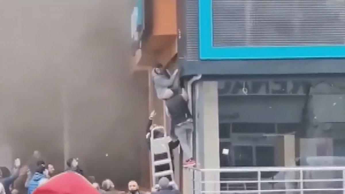 Ataşehir de iki işçi yangından böyle kurtuldu #3