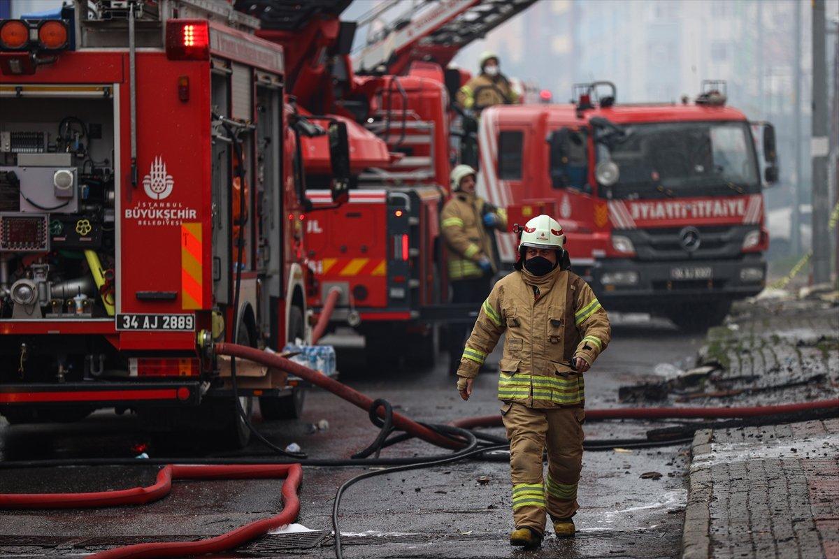 Ataşehir de iki işçi yangından böyle kurtuldu #5