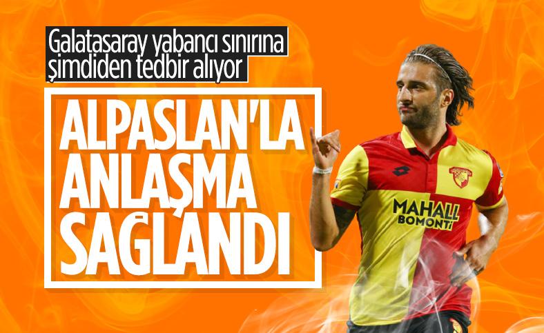 Galatasaray, Alpaslan Öztürk ile el sıkıştı