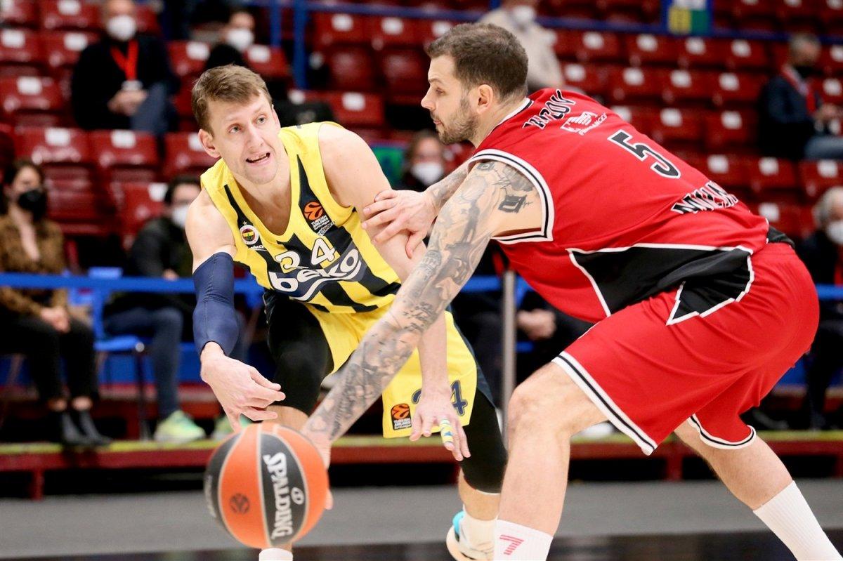Fenerbahçe EuroLeague de Armani yi yendi #1