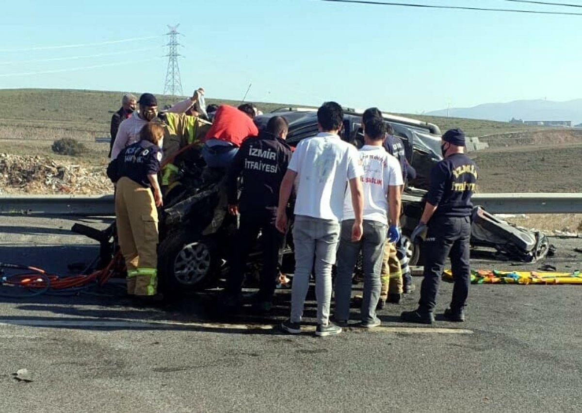 İzmir de üç araç kazaya karıştı: 2 ölü, 4 yaralı #4