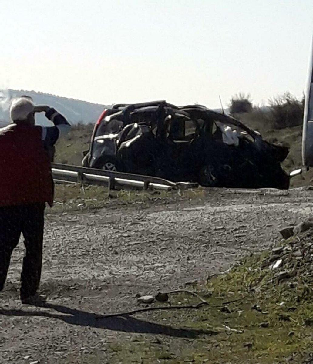 İzmir de üç araç kazaya karıştı: 2 ölü, 4 yaralı #2