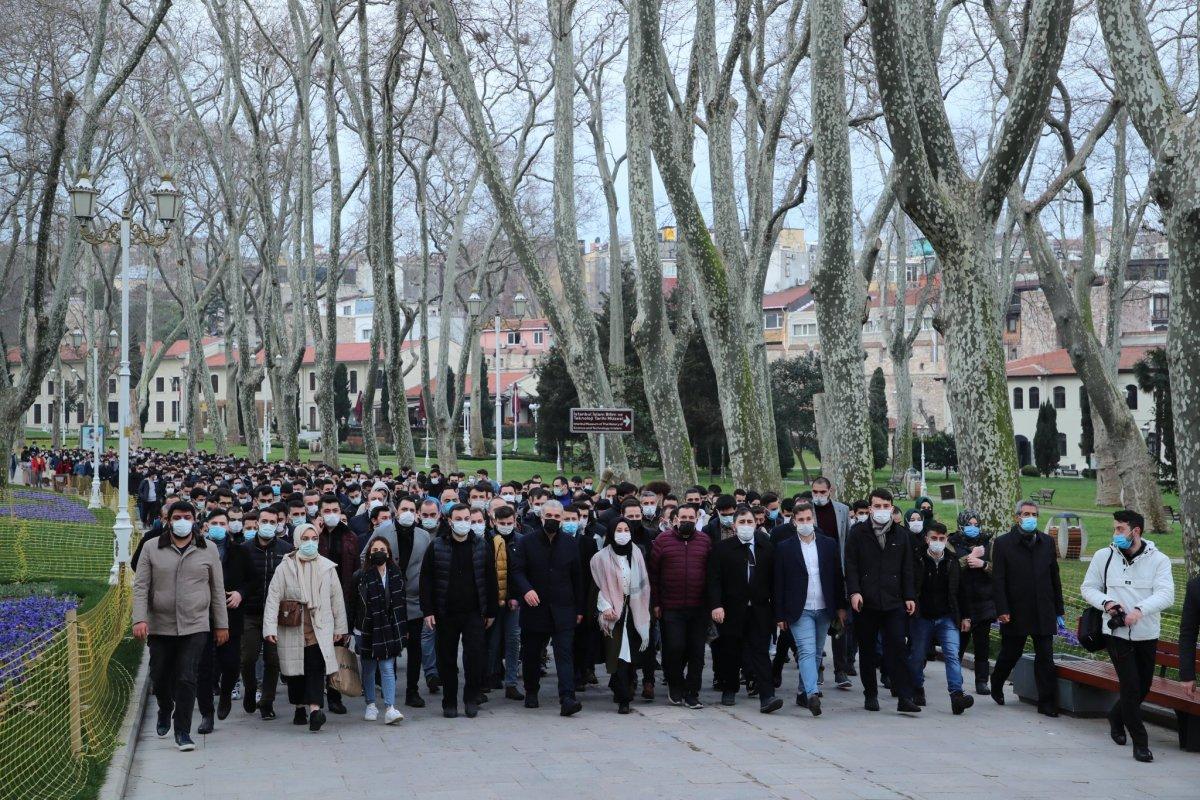 Ayasofya Camii nde gençlerin yoğun katılımıyla sabah namazı #3