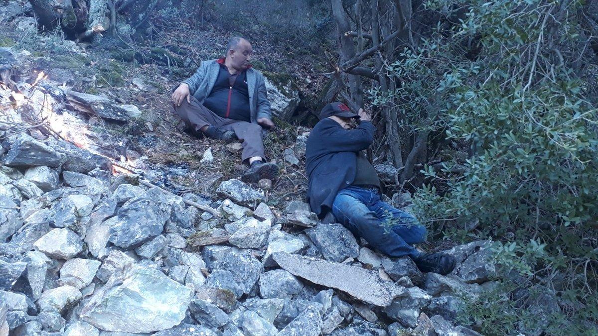 Eskişehir de dağlık alanda mahsur kalan 4 kişi kurtarıldı #4