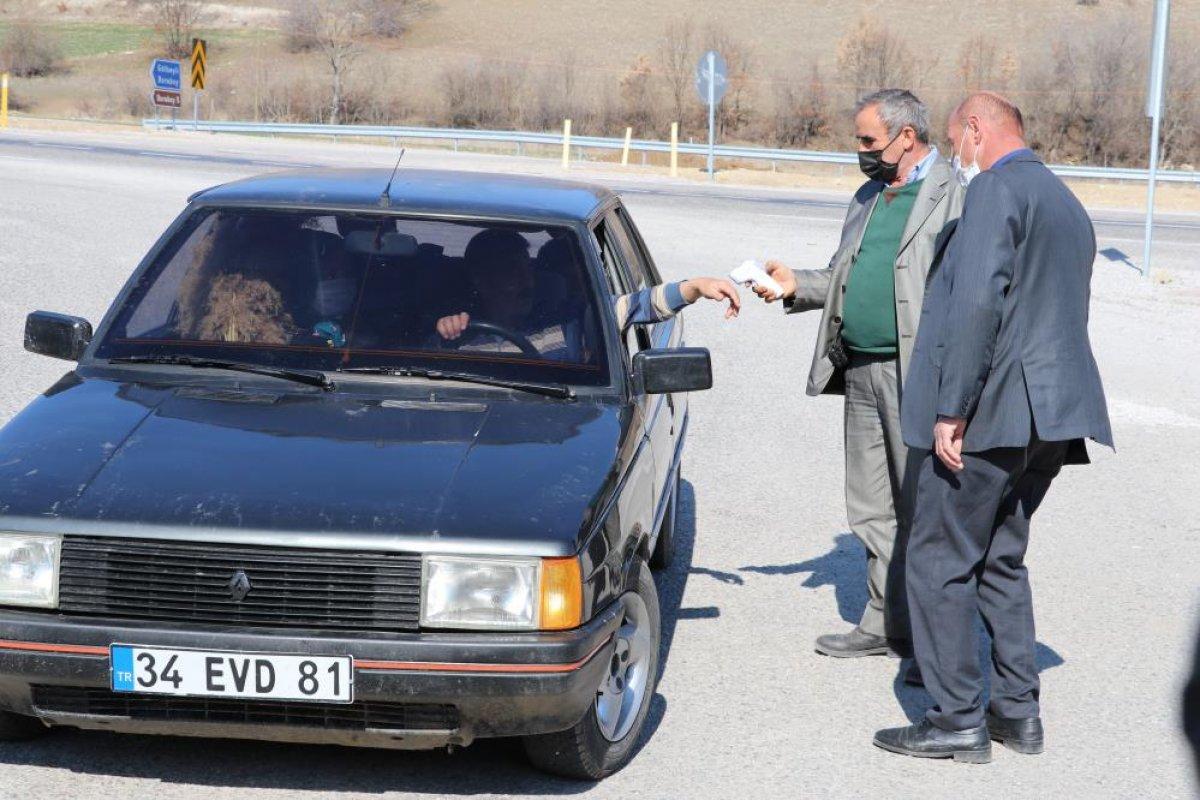 Amasya da muhtar köyünü karantinaya aldı #1