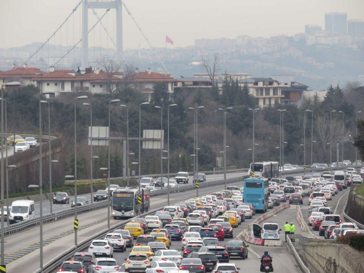 Kısıtlamasız ilk hafta sonunda İstanbul'da yoğun trafik #2