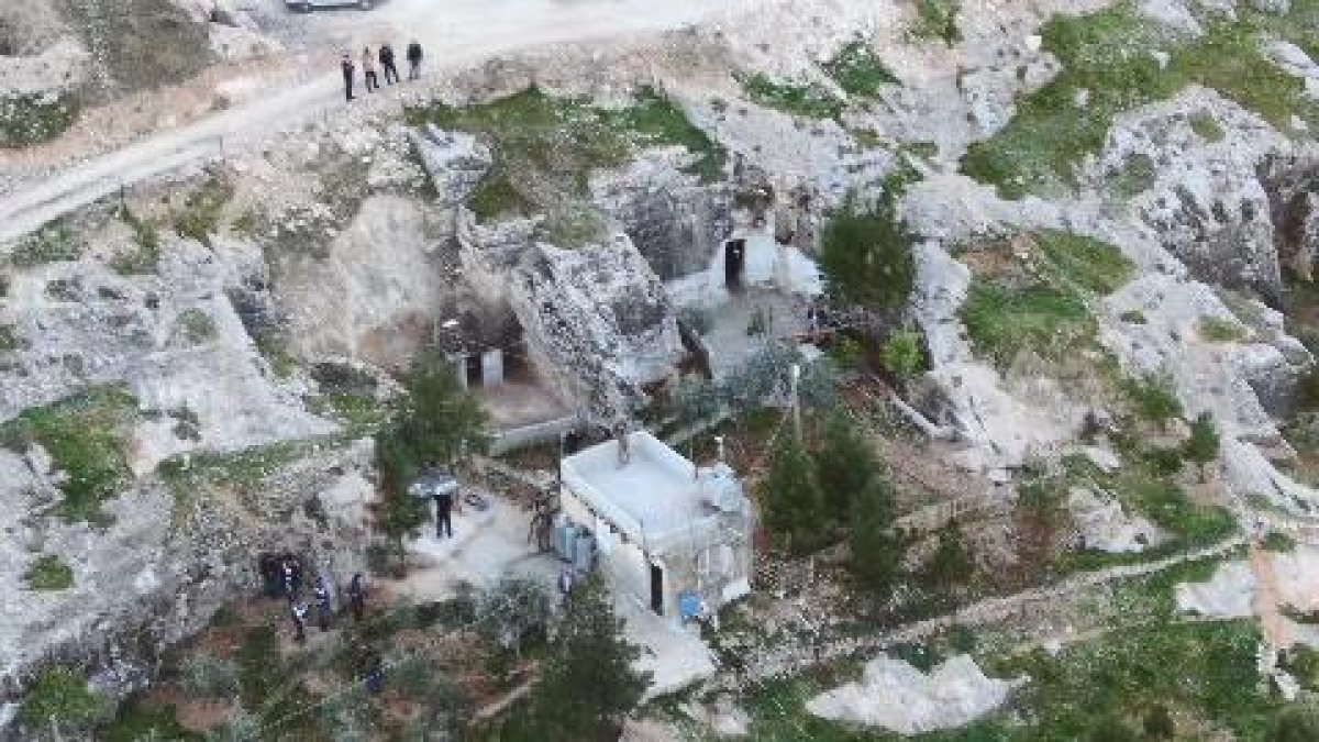 Şanlıurfa da mağaraya baskın yapan polis kumarhaneyle karşılaştı #3
