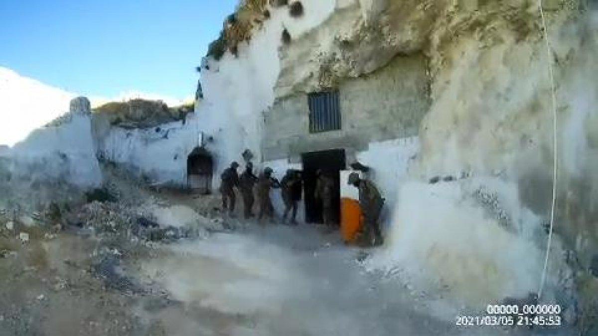 Şanlıurfa da mağaraya baskın yapan polis kumarhaneyle karşılaştı #1