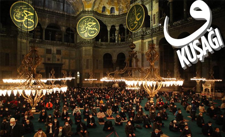 Ayasofya Camii'nde gençlerin yoğun katılımıyla sabah namazı
