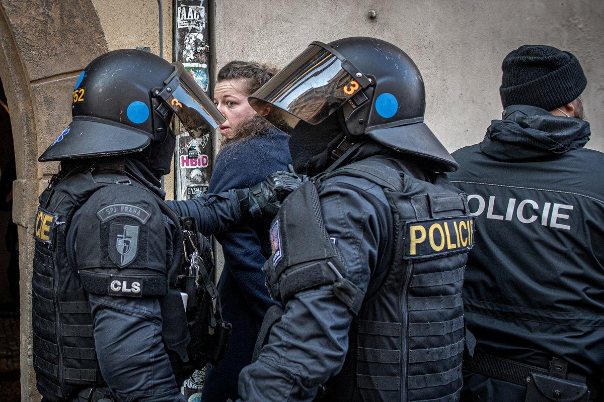 Prag da hükümetin koronavirüs kısıtlamaları protesto edildi #1