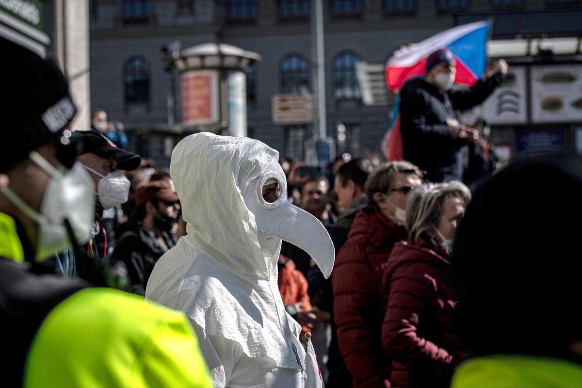 Prag da hükümetin koronavirüs kısıtlamaları protesto edildi #10