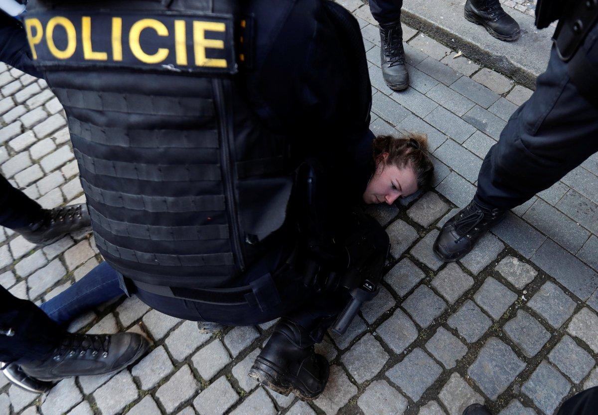 Prag da hükümetin koronavirüs kısıtlamaları protesto edildi #3