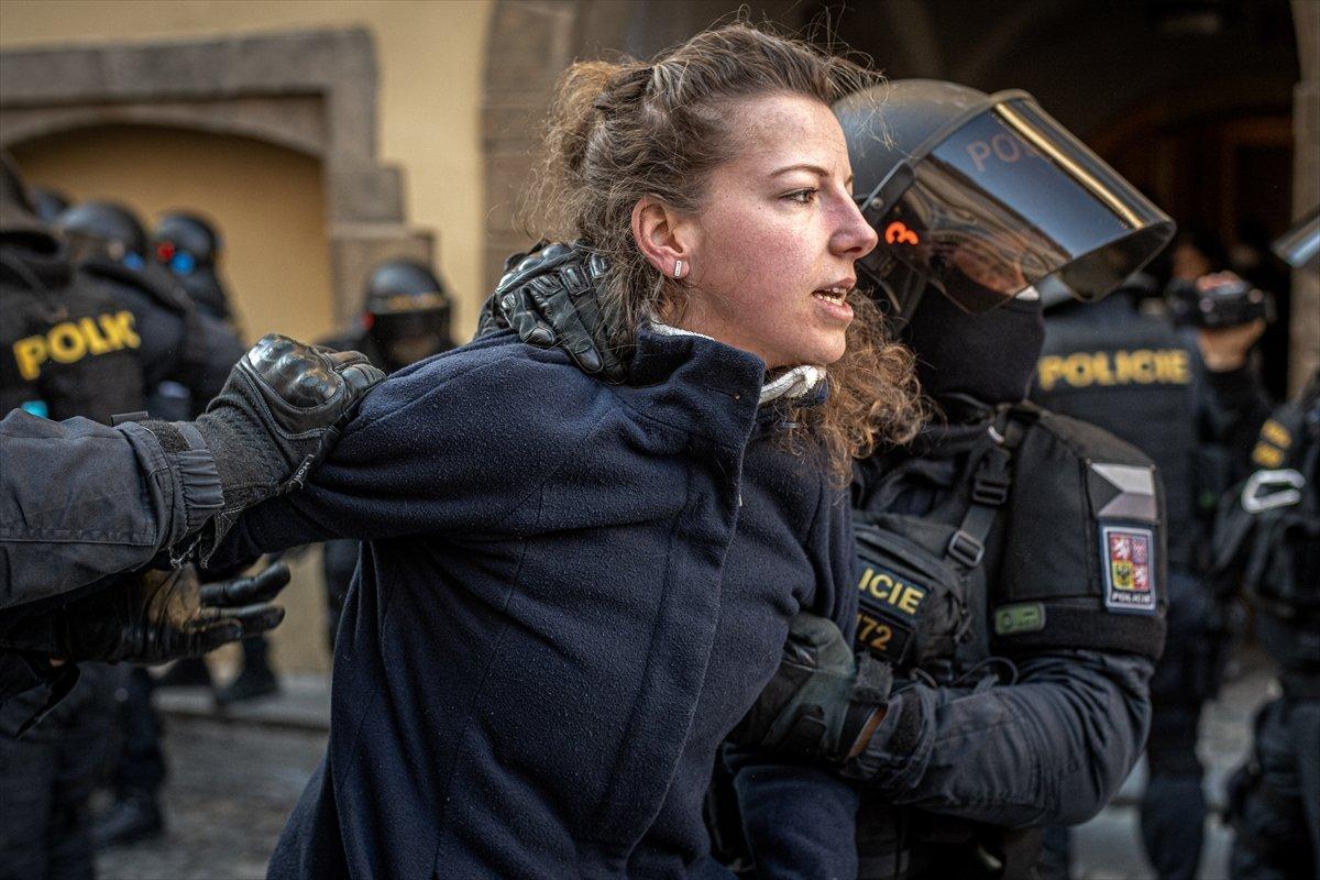 Prag da hükümetin koronavirüs kısıtlamaları protesto edildi #2