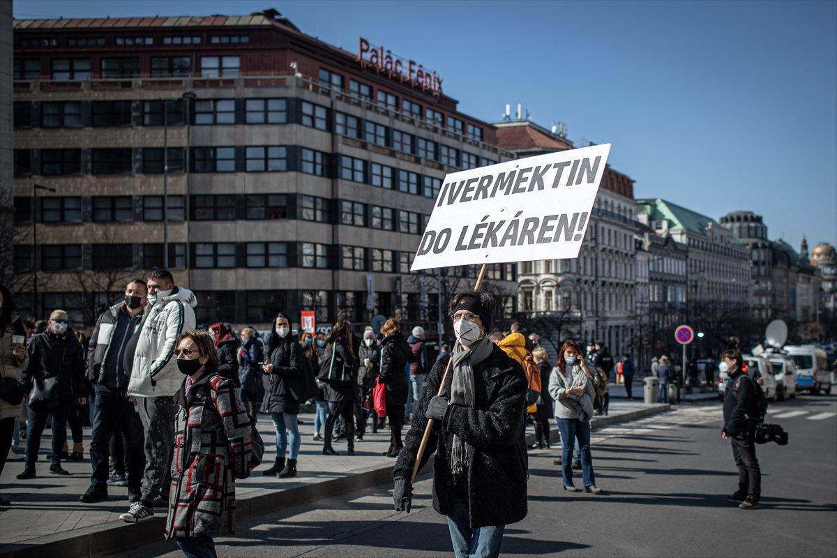Prag da hükümetin koronavirüs kısıtlamaları protesto edildi #15