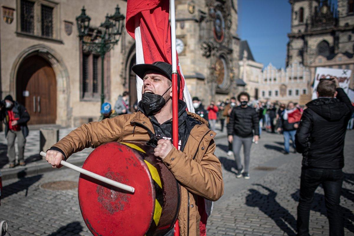 Prag da hükümetin koronavirüs kısıtlamaları protesto edildi #5