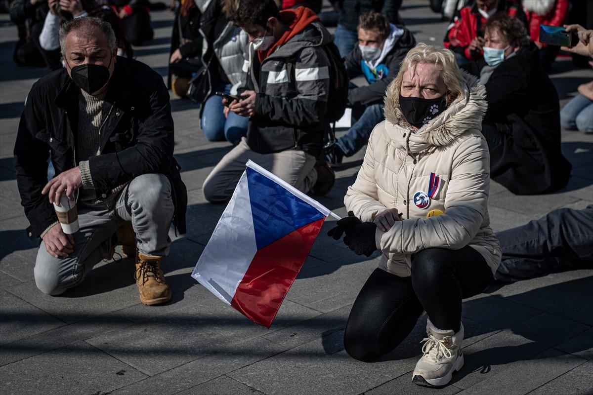 Prag da hükümetin koronavirüs kısıtlamaları protesto edildi #12
