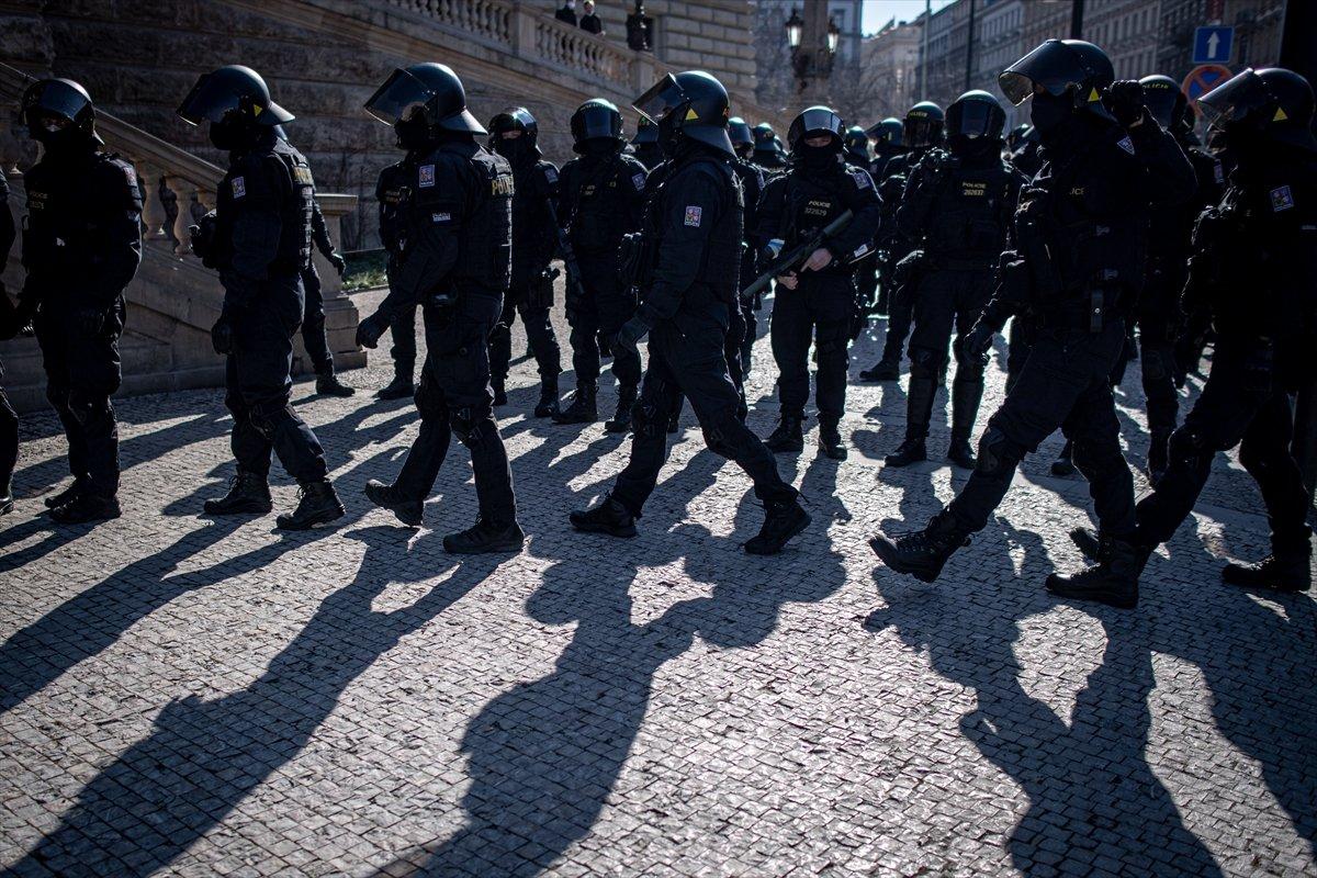 Prag da hükümetin koronavirüs kısıtlamaları protesto edildi #6