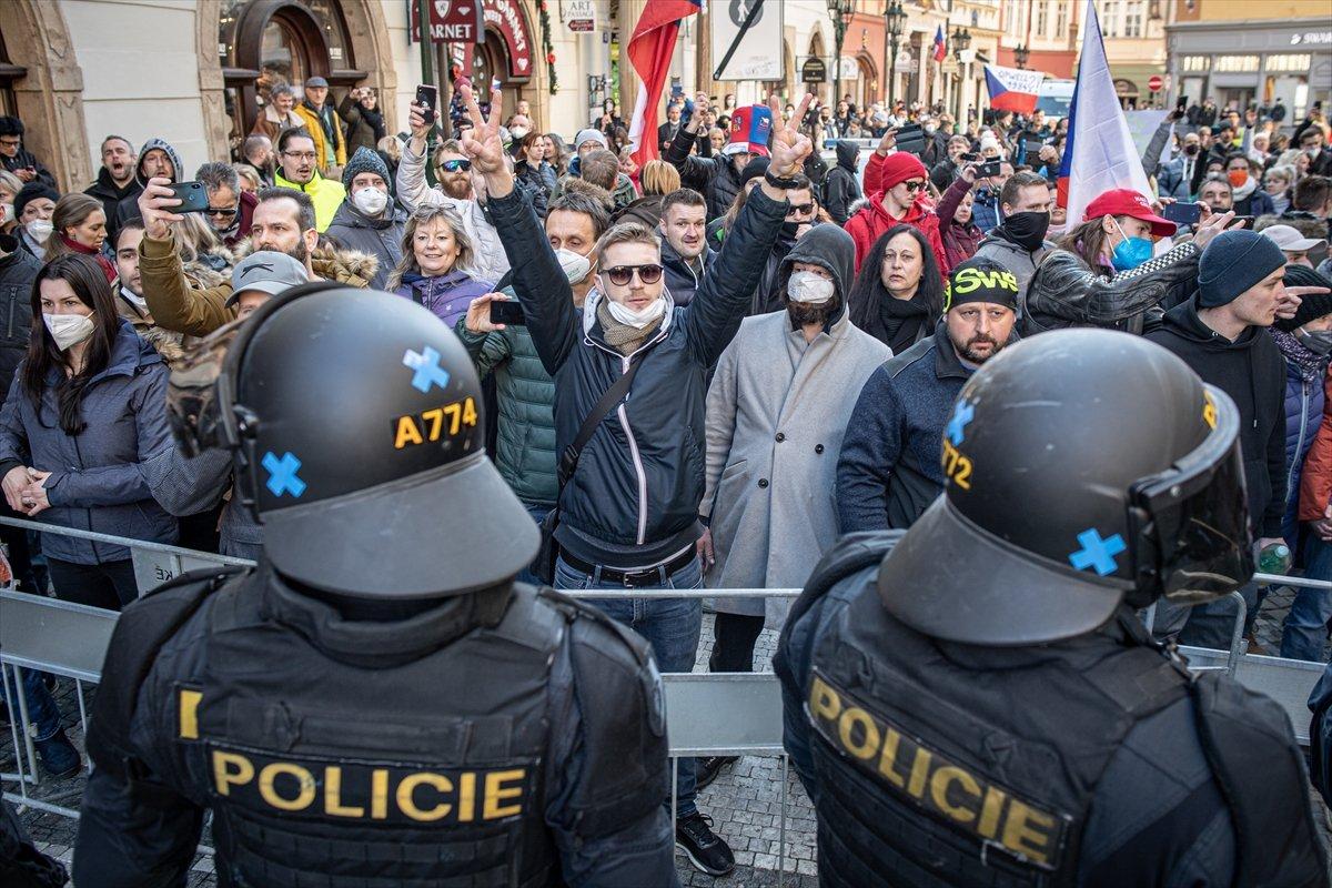 Prag da hükümetin koronavirüs kısıtlamaları protesto edildi #7