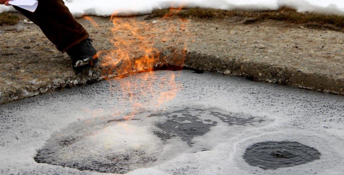 Erzurum'daki yanan su görenleri şaşkına çeviriyor #8
