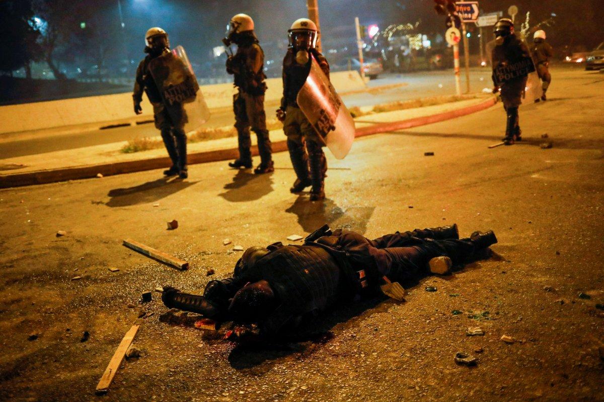Atina da protestocular polisle çatıştı #1