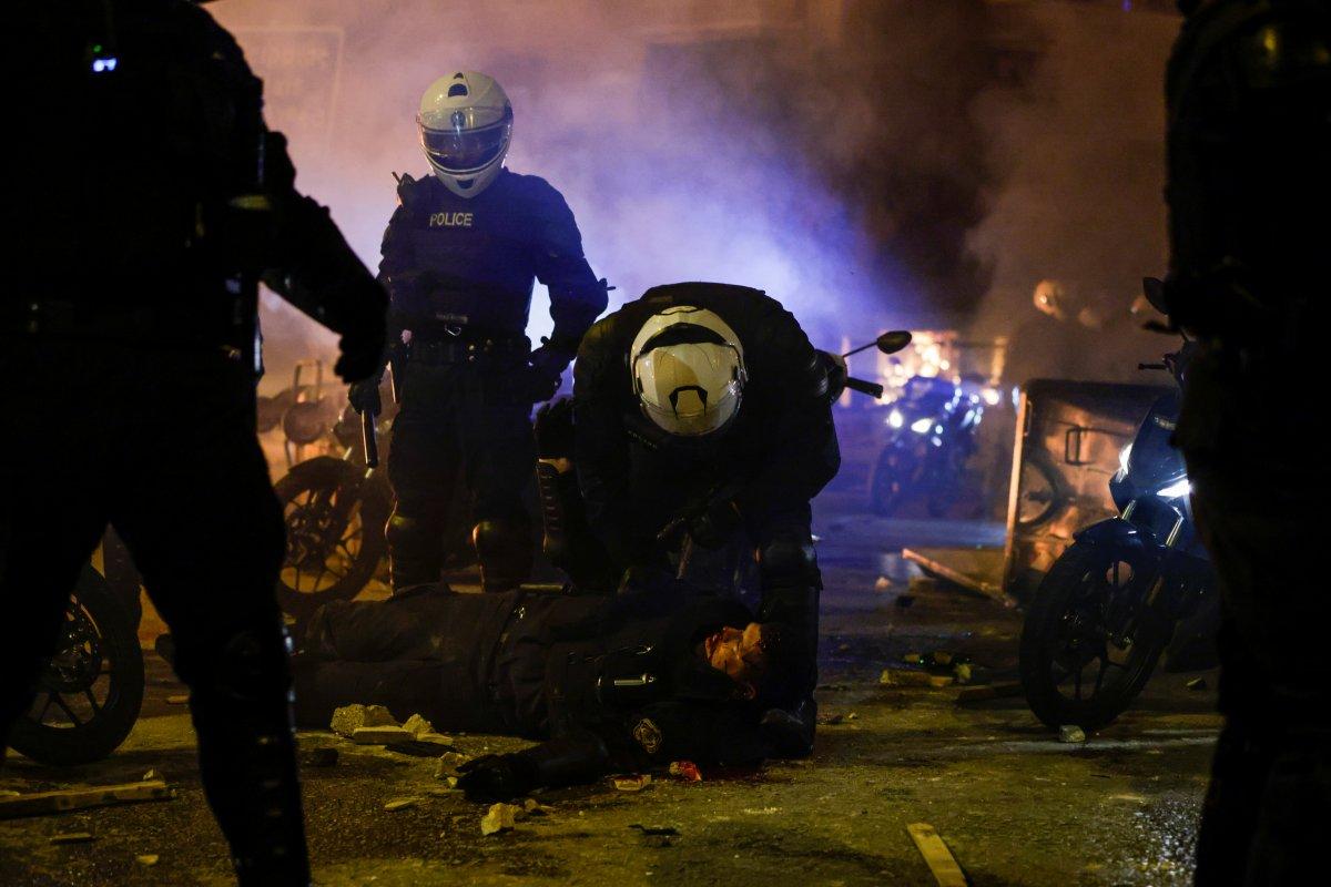 Atina da protestocular polisle çatıştı #3