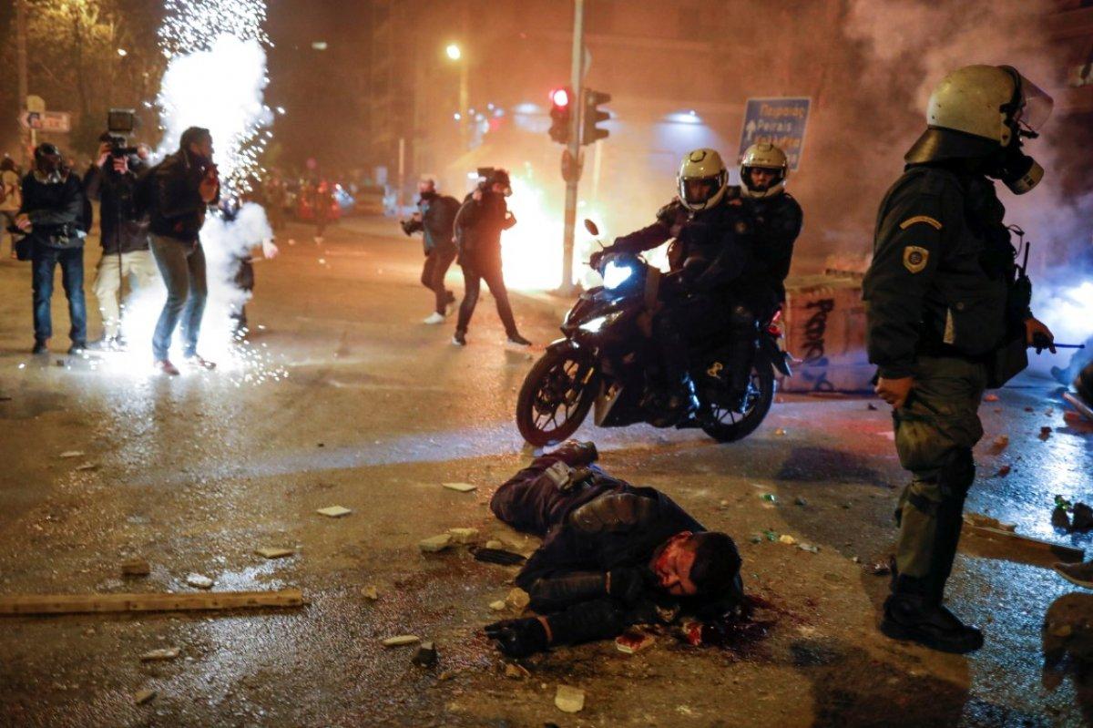 Atina da protestocular polisle çatıştı #4