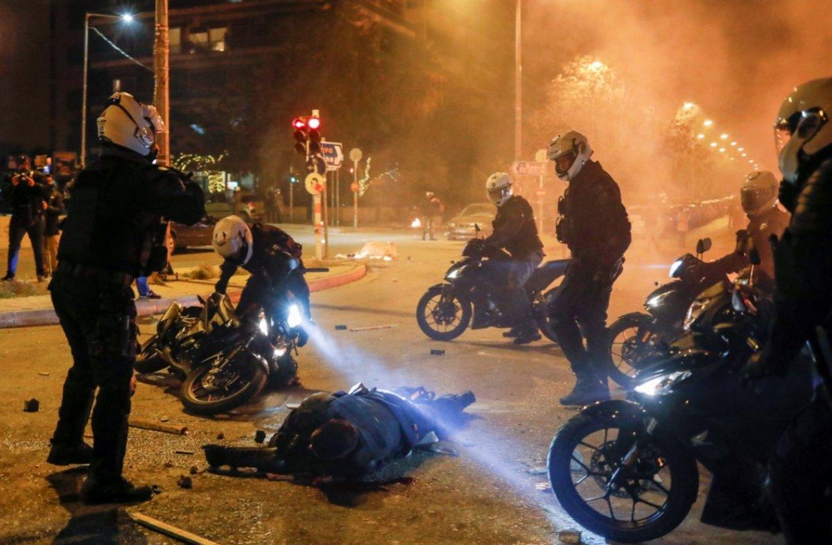 Atina da protestocular polisle çatıştı #8