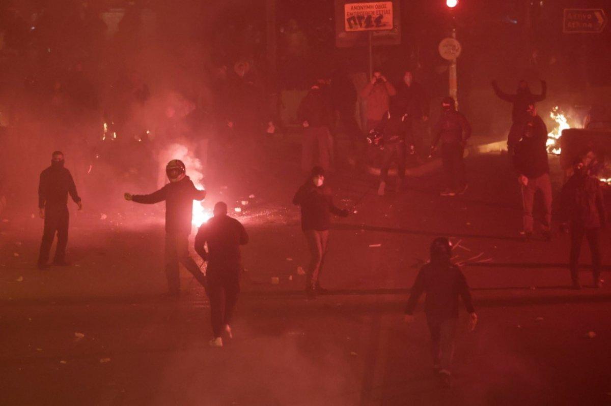 Atina da protestocular polisle çatıştı #6