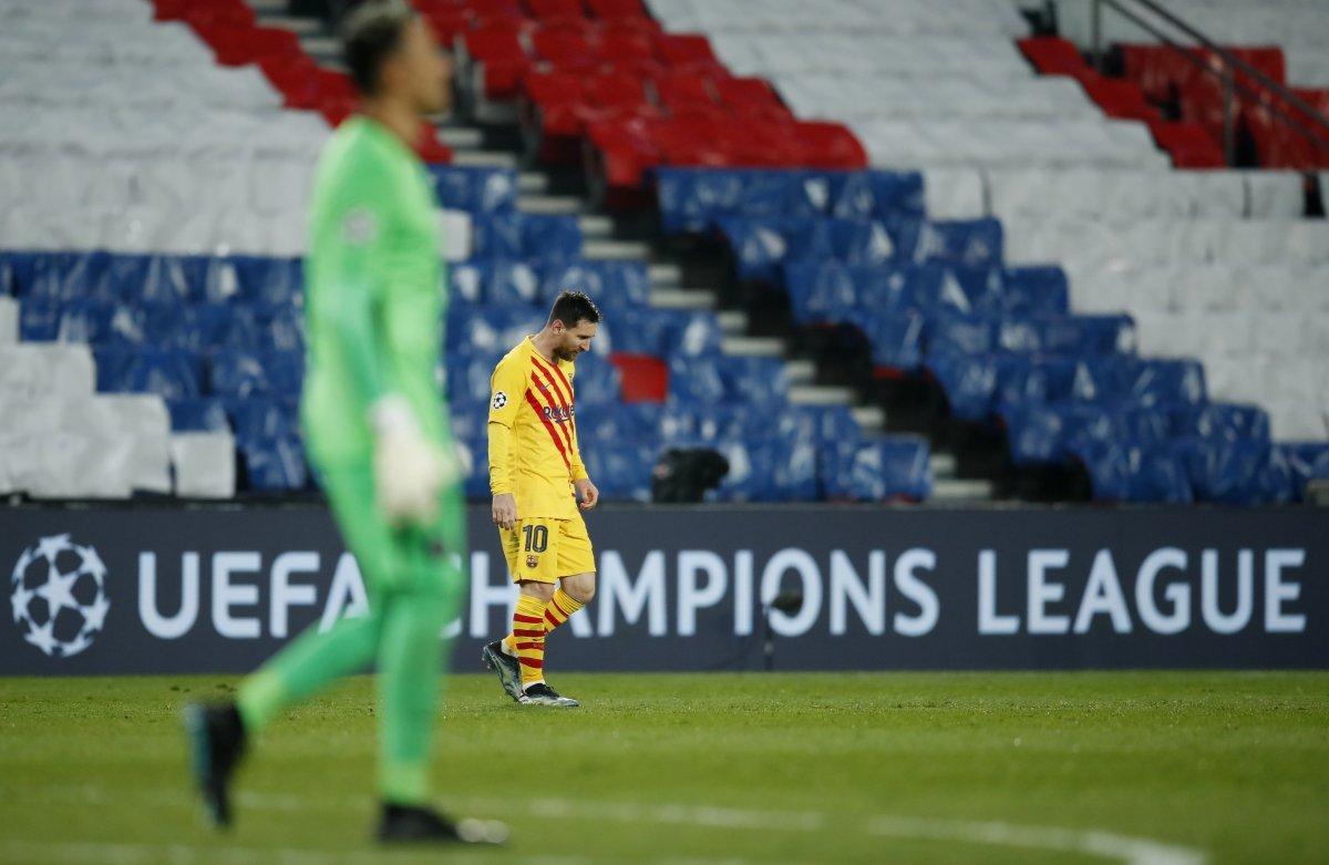 Messi PSG maçında penaltı kaçırdı #1