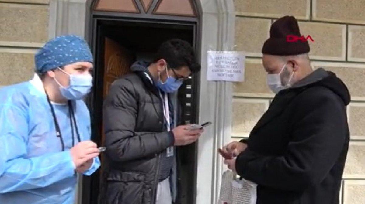 Arnavutköy de 65 yaş üstü cuma namazı çıkışı aşılandı #3