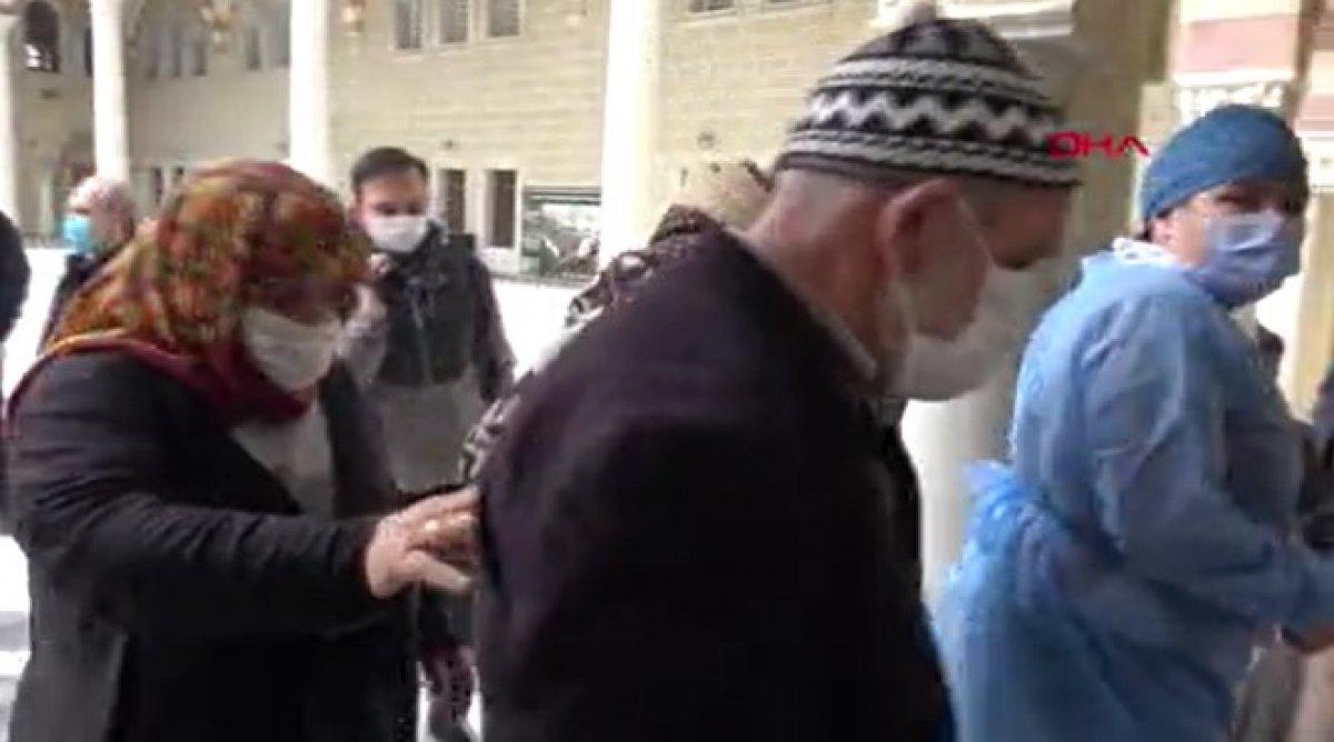 Arnavutköy de 65 yaş üstü cuma namazı çıkışı aşılandı #5