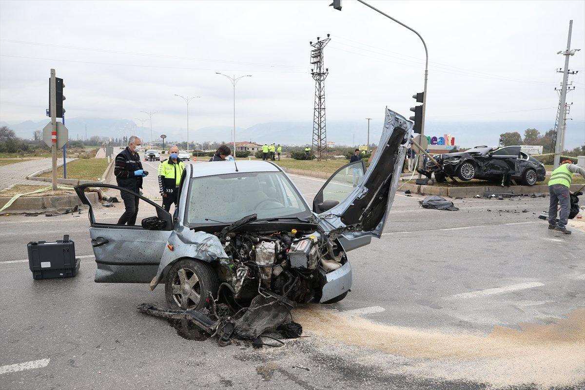 Antalya'da kaza yapan babayla oğul hayatını kaybetti