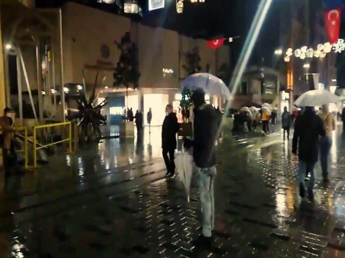 İstiklal Caddesi nde bir vatandaş, HDP nin kapatılmasına böyle sevindi #2