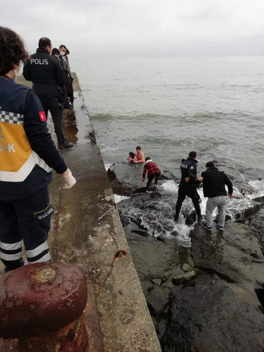 Trabzon da denize düşen kızın kurtarılma anı #4