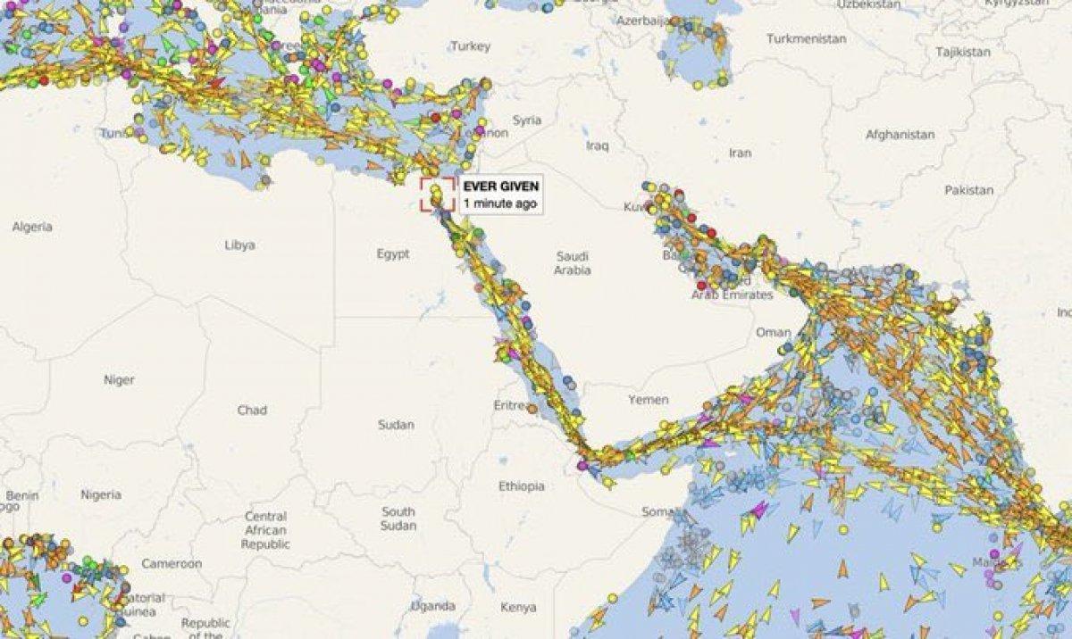 Süveyş Kanalı, gemi trafiğine kapandı #3